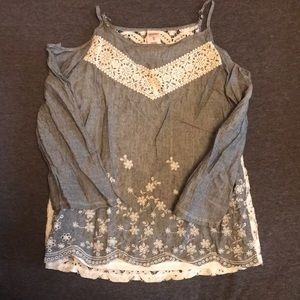 Girls blouse with lace detailing